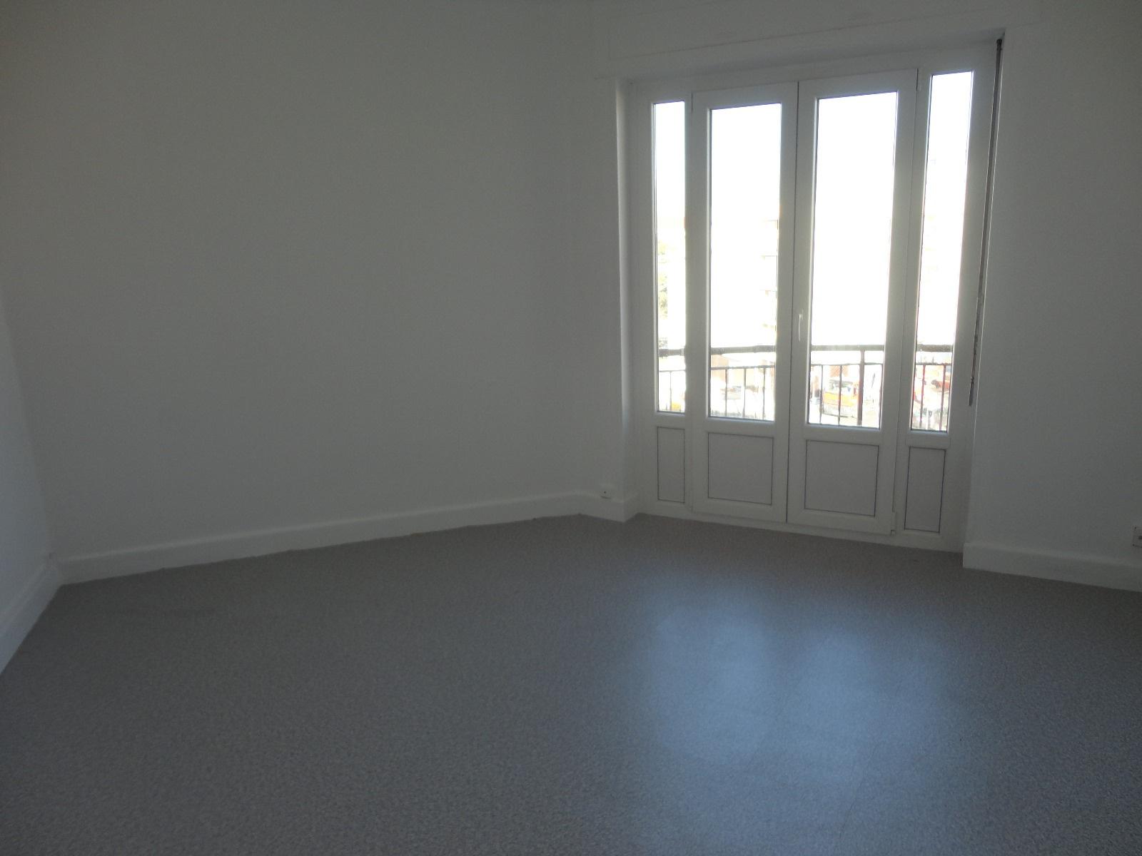 recherche de logements lyon et environ avec l 39 agence loca immo. Black Bedroom Furniture Sets. Home Design Ideas